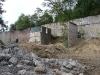 Die Betonfassade am Ende des Geländes muss auch dran glauben.